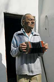Clemens Reynolds of Tesselaarsdal playing concertina